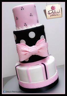 Este fue el pastel de mis XV <3 :D
