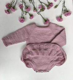 Nellie Kjolebody Knitting For Kids, Baby Knitting Patterns, Crochet For Kids, Knitted Baby Cardigan, Knitted Baby Clothes, Onesie Dress, Baby Dress, Romper, Baby Overall
