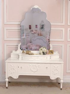 I want my own vanity table every day where I can sit and apply rouge, lipstick and blush like a silver screen star. Dressing Table Vanity, Dressing Mirror, Vanity Tables, Dressing Tables, Vintage Furniture, Cool Furniture, Painted Furniture, Vintage Decor, Antique Vanity