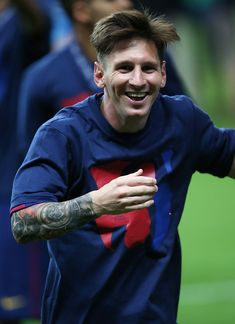 BERLIN, GERMANY - JUNE Lionel Messi of Barcelona celebrates during the UEFA Champions League Final between Barcelona and Juventus at Olympiastadion on June 2015 in Berlin, Germany. (Photo by Ian MacNicol/Getty Images) Lionel Messi Barcelona, Barcelona Football, Fc Barcelona, Neymar Football, Messi Soccer, Messi Childhood, Classic Mens Haircut, Messi 2015, Messi Videos