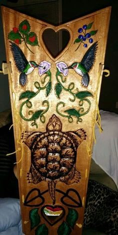Mohawk cradleboard, back Native American Beadwork, Native American Art, Native Quotes, Native Design, Iroquois, Ribbon Work, Native Indian, Woodworking Wood, Wood Carvings