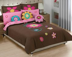 Bed Sheet Painting Design, Designer Bed Sheets, Round Beds, Cute Bedroom Ideas, Cushions, Pillows, Bed Styling, Applique Quilts, Paint Designs