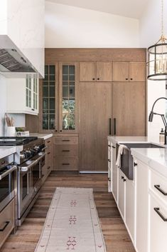 Our Summit Creek Project kitchen features stunning views, a rich organic vibe, and transitional design that fits the modern home while still feeling warm and inviting. Take a look at how we created this beautiful layered white and wood space. Home, Home Kitchens, Kitchen Remodel, Kitchen Design, Kitchen Design Trends, Modern Kitchen, Home Remodeling, Kitchen Interior, Kitchen Style
