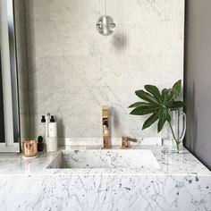 Biały marmur - elegancki, luksusowy i ponadczasowy, fot. Instagram/@gunterandco