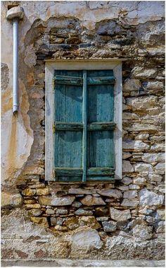 Old Windows, Windows And Doors, Rustic Windows, Beautiful Streets, Beautiful Buildings, Window Detail, Vintage Doors, Old Stone, Old Doors