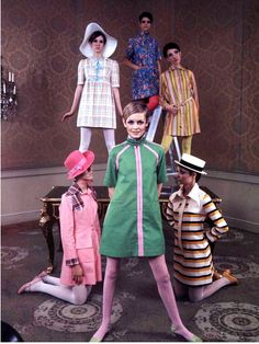hollyhocksandtulips: Twiggy and models in Betsey Johnson dresses, 1967 Oh they are all too gorgeous!
