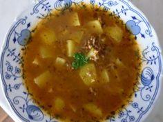 Gulášová polévka z mletého masa Cheeseburger Chowder, Thai Red Curry, Soup, Ethnic Recipes, Soups