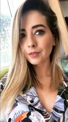 Many people believe that there is a magical formula for home decoration. Zoella Makeup, Zoella Hair, Zoella Beauty, Hair Beauty, Californian Hair, Lorde Hair, Marcus Butler, Zoe Sugg, Famous Youtubers