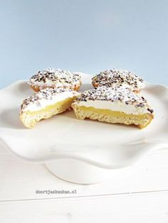 zwitserse room vlaaitjes is part of Mini tart recipes - Dutch Recipes, Tart Recipes, Sweet Recipes, Baking Recipes, Fancy Desserts, Apple Desserts, Delicious Desserts, Pie Cake, No Bake Cake