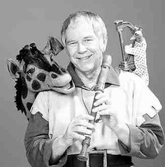 """The Friendly Giant.""""Look waaaaay up!"""" There's Rusty rooster & Jerome, the giraffe. Canadian Things, I Am Canadian, Canadian History, 1970s Childhood, My Childhood Memories, Top Tv Shows, Happy Canada Day, O Canada, Yesterday And Today"""