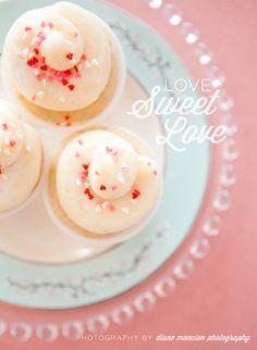 cupcake shop. love sweet love.