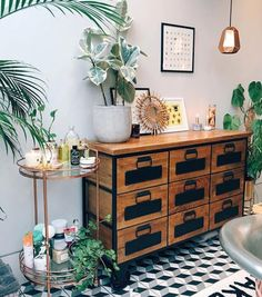 Zoe Sugg's genius bathroom styling hack will make you want to run to Urban Outfitters immediately Urban Outfitters Home, Urban Outfitters Apartment, Home Interior, Interior Design, Bad Styling, Wooden Cabinets, Bathroom Styling, Beautiful Bathrooms, Bathroom Inspiration
