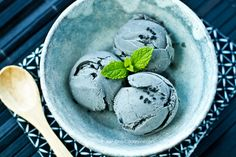 Refreshing black sesame ice cream made with black sesame paste, whole milk, heavy cream, and honey. Black Ice Cream, Green Tea Ice Cream, Summer Ice Cream, Black Sesame Ice Cream, Soft Summer, Easy Japanese Recipes, Japanese Food, Japanese Meals, Japanese Matcha