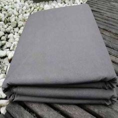 Lona: tecido de algodão muito pesado e fechado, com ou sem acabamento impermeabilizante, usado para encerados, barracas, etc.