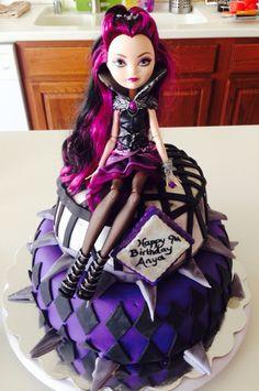 Tort Raven Queen na urodziny Ever After High