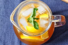 Iced Tea Recipes & Whether it& a sparkling jasmine tea or a lemon-ginger flavored green tea, you will have a lot of fun this summer exploring these refreshing iced . Lemon Iced Tea Recipe, Iced Tea Recipes, Wine Recipes, Cooking Recipes, Lemon Garlic Butter Sauce, Garlic Butter Chicken, Onion Chicken, Garlic Parmesan, Baked Chicken