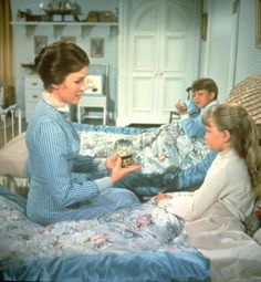 Feed the birds, tuppence a bag. That's what she cries, while overhead her birds fill the skies. Mary Poppins Movie, Mary Poppins 1964, Julie Andrews, Star Pictures, Disney Pictures, My Fair Lady, Disney Love, Walt Disney, Walter Elias Disney