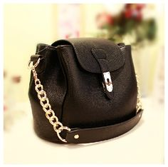 wow  http://www.lovelyshoes.net/Vintage-messenger-bag-solid-color-generous-fashion-for-ladies-GD-X1095-g101233.html