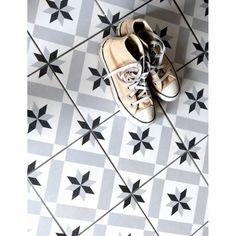 Stoneware tile effect tile cement 1900 Calvet gray, - wkitch Tub Tile, Bathroom Floor Tiles, Tile Floor, Ceramica Artistica Ideas, Cerámica Ideas, Tiled Hallway, Pebble Mosaic, Feature Tiles, Home Trends