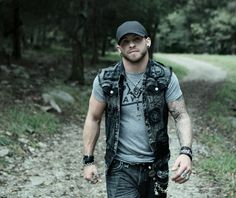 MEET BRANTLEY GILBERT & RECEIVE 4 PASSES TO THE SOLD OUT 2014 STAGECOACH MUSIC FESTIVAL APRIL 25-27 IN INDIO, CA | Sweet Relief