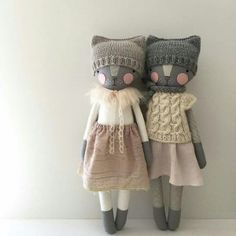 Goodness these girls ✨🐱✨ the kitty on the left will be in the shop in a few minutes and the kitty on the right is for tomorrow s auction luckyjuju bestfriends wistful Fabric Toys, Paper Toys, Fabric Crafts, Fabric Animals, Cat Doll, Knitted Dolls, Knitted Baby, Crochet Dolls, Sewing Dolls