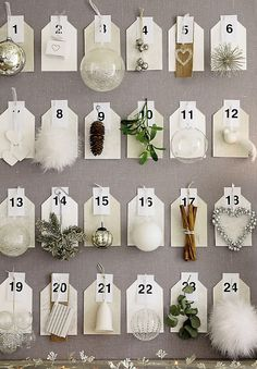 Calendario advento con regalos a vista, sirve como decoracion (cada dia un pequeno detalle decorativo)