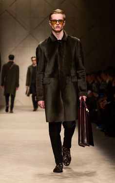 Bonded lambskin caban and leather dégradé leather tote on the runway of the Burberry A/W13 Menswear show