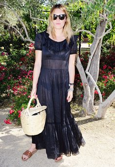 Camille Rowe wears a sheer black maxi dress with tan sandals and a basket handbag Mom Outfits, Classy Outfits, Fall Outfits, Casual Outfits, Alexa Chung, Fashion Now, Fashion Outfits, Fashion Spring, Camille Rowe Style