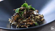 Arroz salvaje salteado con setas Shitake y hongos Portobello con aroma de aceite de cebollino | Receta de Sergio