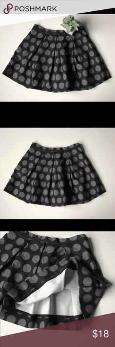 "Gap Pleated Flare Dot Mini Skirt sz 4 Black & gray polka dot skirt with a zipper on left hip. 97% cotton, 3% spandex. Flat across front of waist approx 15"", length approx 16"". Excellent condition. GAP Skirts Mini"