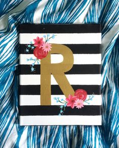 Perfect for dorm decoration! Cute Canvas Paintings, Easy Canvas Art, Canvas Painting Tutorials, Mini Canvas Art, Diy Canvas, Easy Paintings, Acrylic Painting Canvas, Diy Painting, Canvas Ideas