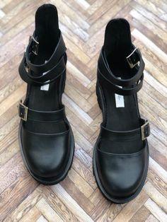 Sandale Rock Glamour All Black - Mauri. Glamour, Rock, All Black, Biker, Urban, Boots, Fashion, Sandals, Crotch Boots