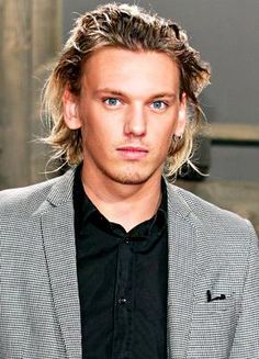 Shared by Gal Find images and videos about Hot, sweet and Jamie Campbell Bower on We Heart It - the app to get lost in what you love. Beautiful Men Faces, Beautiful People, Beautiful Boys, Lily Collins Dating, Celebrity Weddings, Celebrity News, Celebrity Crush, Matt Healy, Actors Male