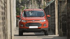 The Ford EcoSport is perfect for narrow streets and small spaces. Despite its large appearance the EcoSport is actually very small for an SUV - comparable to a Fiesta #EcoSport #EcoSportDrive #Ford #JennieVickers #Zeopard