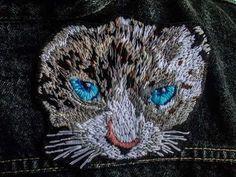 Gato de ojos azules  #bordado #embroidery #realista #realism #cat #animal #bordadoamano #textileart #handembroidery #handmade #hechoamano #embroiderydesign #embroideryart #design #art #artesania #fashion #fashiondesign #lobordass FOLLOW US Facebook→Almudena Ruipérez