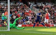 David de Gea makes an excellent save from Aaron Ramsey early on in the match as Arsenal push for the opener