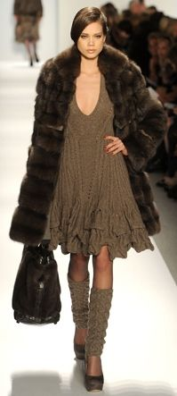 Is it weird to love legwarmers with heels? Taken from Dennis Basso Runway Fashion, Fashion Models, High Fashion, Womens Fashion, Fasion, Fashion Outfits, Dennis Basso, Couture, Winter Sweaters