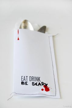 These printable cutlery pouches are perfect for your Halloween Party. Creative Ideas for Halloween and for your table! Just print, stitch and go! Diy Halloween Gifts, Halloween Decorations For Kids, Diy Halloween Decorations, Easy Halloween, Holidays Halloween, Halloween Themes, Creative Ideas, Glue Gun, October Birthday