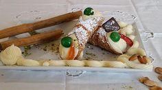 Cerchi dei Cannoli Siciliani crema bianca? Acquistali subito nella Pasticceria Palummo. Cannoli crema bianca freschissimi a casa tua in meno di 12 ore.
