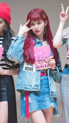 #yebin #unit #dia 180921 아트홀 봄 팬사인회 Kpop Girl Groups, Kpop Girls, Yebin Dia, Pop Music, K Idols, Pink Hair, Amazing, Bin Bin, Korea