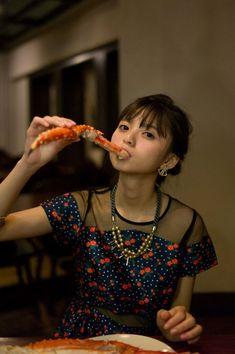 【乃木坂46】これは!?齋藤飛鳥、大胆にカニを咥える・・・ : 乃木坂46まとめ 1/46 Cute Japanese, Japanese Girl, Saito Asuka, Sexy Asian Girls, Beauty Women, Pretty, Beautiful, Pose, Kawaii