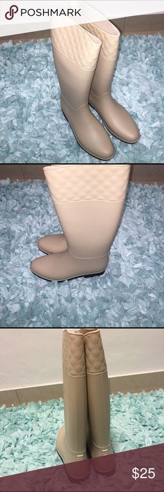 Bamboo Rain Boots w/quilted pattern. New and never used. The boots are a Nude color. I have the box but it might be too big to ship along with the boots. bamboo Shoes Winter & Rain Boots