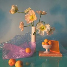 Inspiration for my last piece via the artistry of 💙Interesting editorial images and designs for The Indie Practice Still Life Photography, Art Photography, Foto Fantasy, Still Life Photos, Art Direction, Floral Arrangements, Floral Design, Art Floral, Design Art