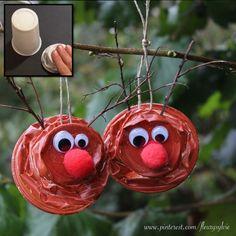 Rennes de Noël avec des gobelets écrasés. #bricolage #enfant #noel http://pinterest.com/fleurysylvie/mes-creas-pour-les-kids/