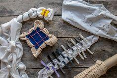 Shibori mit Lieblingsfarben | myboshi Blog - häkeln, stricken, Wolle & DIYsmyboshi Blog – häkeln, stricken, Wolle & DIYs Shibori, Collage Portrait, Tie Dye Crafts, Textiles, Chef D Oeuvre, How To Dye Fabric, Sewing Tutorials, Indigo, Blog
