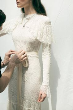 Juanjo Oliva& first bridal collection © Álvaro Gracia - wedding dresses Juanjo Oliva& first bridal collection © Álvaro Gracia - wedding dressesCountry wedding dress ideas with bootsThe Stone House Weddings Gold Country Wedding… Pretty Dresses, Beautiful Dresses, Elegant Dresses, Vintage Dresses, Vintage Boho Wedding Dress, Floral Wedding, 70s Wedding Dress, Sparkle Wedding, Wedding White