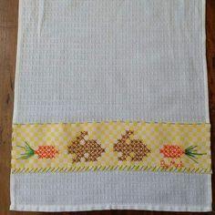 Bordado em tecido xadrez - Pano de Copa/Páscoa (Detalhes sobre o bordado... Visitar)