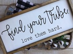 Use Pallet Wood Projects to Create Unique Home Decor Items – Hobby Is My Life Diy Wood Signs, Pallet Signs, Personalized Housewarming Gifts, Housewarming Wishes, Housewarming Invitations, Party Invitations, Collage, Up House, Family Signs