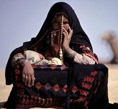 Bedouin woman in market. Sinai Desert. 1973 | ©Thomas Hoepker