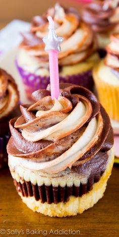 Ultimate Marble Cupcakes - for when you can't decide if you want a chocolate cupcake or a vanilla cupcake! Cupcake Recipes, Baking Recipes, Cupcake Cakes, Dessert Recipes, Cup Cakes, Yummy Cupcakes, Mocha Cupcakes, Gourmet Cupcakes, Strawberry Cupcakes